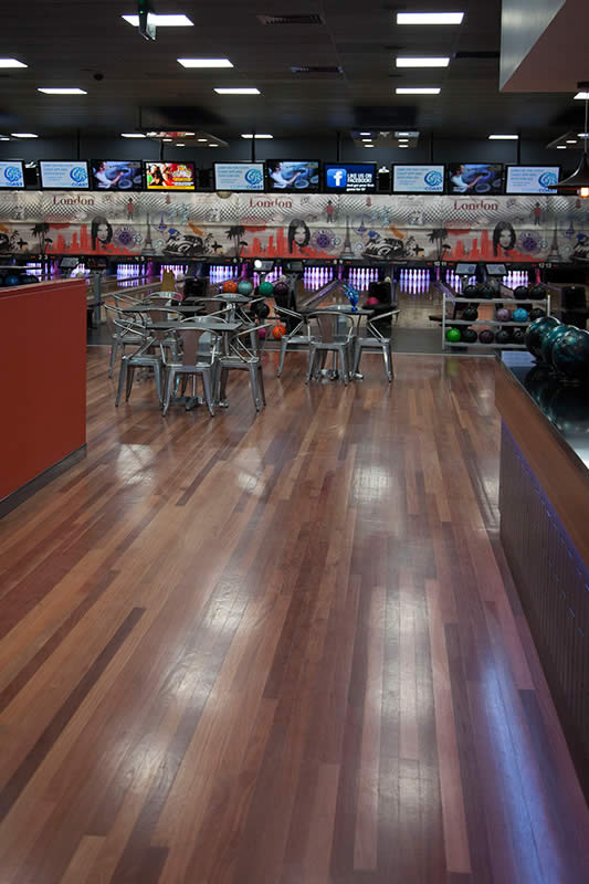 Club 300 Bowling Center Lanes